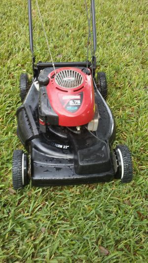 Lawn mower lawnmower craftsman start right up 6.75 Hp front wheel drive self propel ready to go. for Sale in Pembroke Pines, FL