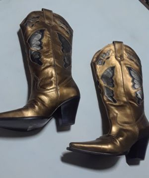 Womens cowgirl boots size 6 for Sale in Springfield, IL