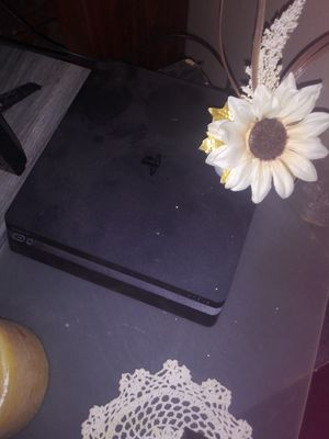Ps4 and 2 controllers. for Sale in Fredonia, KS