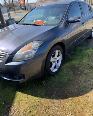 Selling my 07 Nissan Altima runs good stick shift 6 speed bought a truck so I don't need it anymore needs paint job for Sale in Visalia, CA