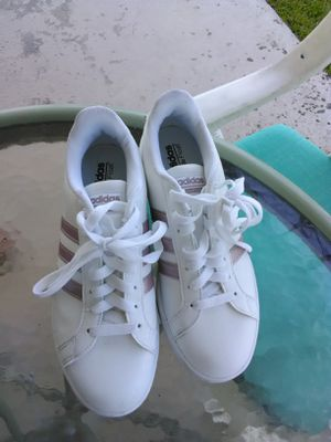 Women's tennis shoes for Sale in Lakeland, FL