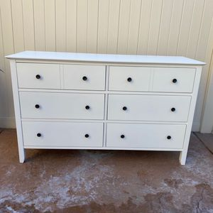 Drawer Dresser, Chest of Drawers with Solid Wood Frame, Storage Unit for The Bedroom, Living Room, with Antique-Style Handles, Easy Installation, Whit for Sale in Corona, CA