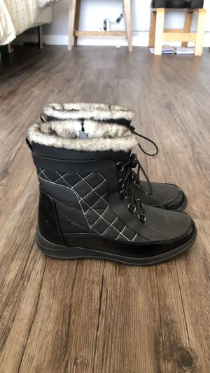Totes Lisa Snow Boots for Sale in Los Angeles, CA