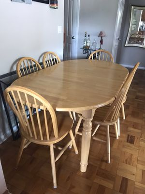 Kitchen table with removable leaf insert and 6 chairs for Sale in Mount Vernon, NY