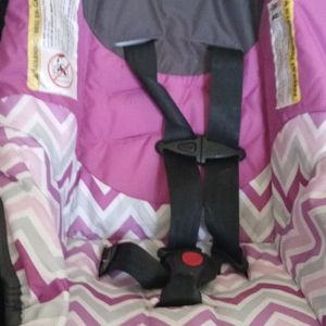 Brand New Infant Carseat With Base Just Got The Wrong Size N Lost The Receipt Selling For 30 for Sale in Columbus, OH