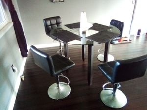 Dinning table for Sale in Edgewood, WA