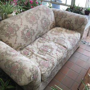 Nice Couch Set With Coffee Table for Sale in Diamond Bar, CA