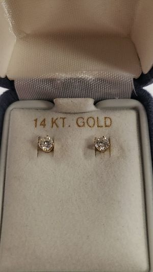 14k Yellow Gold Diamond Stud Earrings for Sale in Newington, CT