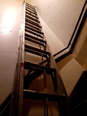 Louisville 30 ft aluminum extension ladder for Sale in Chicago, IL