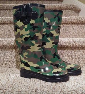 Women's Size 7-7.5 Camo Well Made Brand Rain Boots, Adjustable Buckle, Great Traction for Sale in Woodbridge, VA
