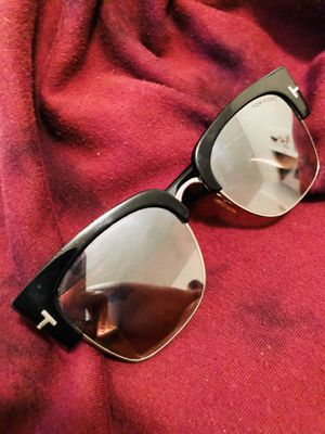 Tom Ford sunglasses (UNISEX) perfect condition with box and authentic TOMFORD case. for Sale in Chicago, IL