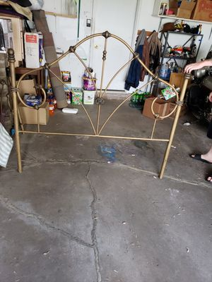 Queen 4 poster bed frame for Sale in Savage, MN
