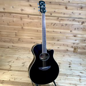 Yamaha APX600 electric acoustic guitar with hard shell ABS case for Sale in Irvine, CA