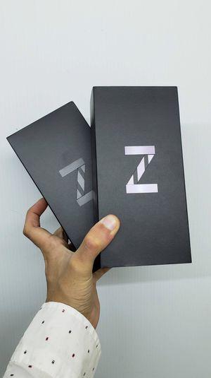 Samsung Galaxy Z FLIP 256GB Factory Unlocked, Brand New in Box / Like New! December SALE (11:30AM-6PM) for Sale in Arlington, TX