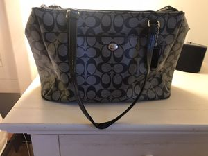 Black coach bag with some wear and tear on handle for Sale in East Hartford, CT