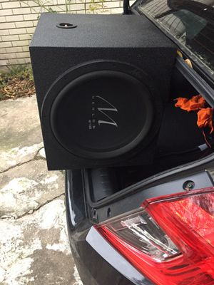 "Merlon M715D 15"" sub and matching Merlon Meam/1900 amp plus audio battery for Sale in Houston, TX"