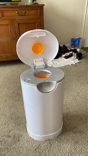 Munchkin PAIL Diaper Pail, Powered by Arm & Hammer for Sale in District Heights, MD