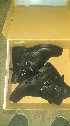 Pop female boots for Sale in Fresno, CA