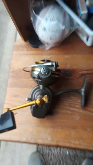 Fishing vintage reel for Sale in Vancouver, WA