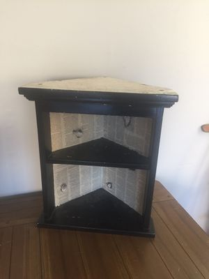 Small corner shelf for Sale in Loganville, GA