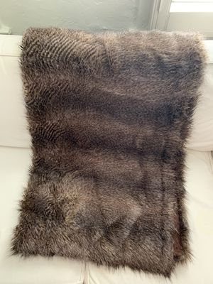 "Faux fur racoon blanket, 50"" x 60"" for Sale in Los Angeles, CA"
