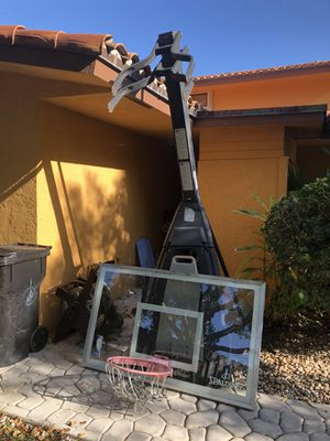 "Spaulding 60 inch basketball hoop"" The Beast"" for Sale in Oakland Park, FL"