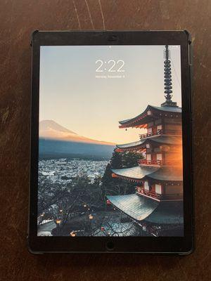 iPad Pro 12.9in 64gb WiFi (2nd Gen) for Sale in Tampa, FL