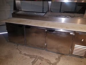 Beverage Air Refrigerator Sandwich table for Sale in Dearborn, MI
