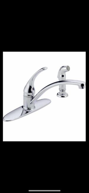 Delta kitchen faucet in chrome with side sprayer for Sale in Phoenix, AZ