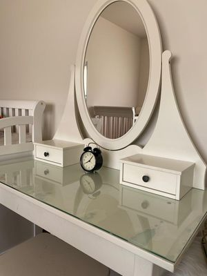 Dressing table with mirror, plus small chair for Sale in DeKalb, IL