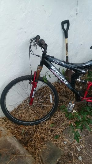 MONGOOSE MOUNTAIN BIKE for Sale in Saint Petersburg, FL