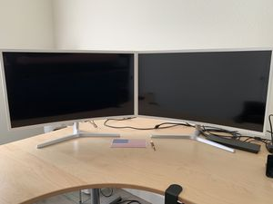"""Dual 32"""" Samsung Monitors with Display Link docking stations for Sale in Chandler, AZ"""