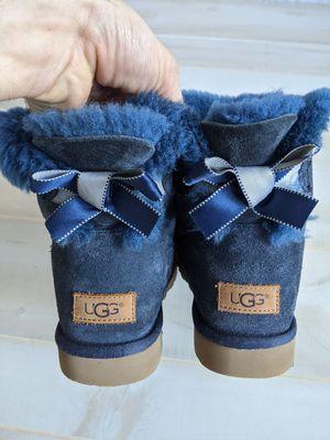 Women's UGG Mini Bailey Bow - Size 6 for Sale in Stone Mountain, GA