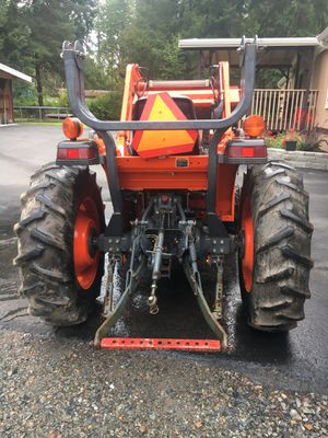 2000 kubota tractor L3010 (low hrs) for Sale in Woodinville, WA