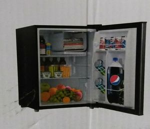 Whirlpool Mini Refrigerator 2.7 Cu Ft. Stainless Steel/Freezer Compartment for Sale in Detroit, MI
