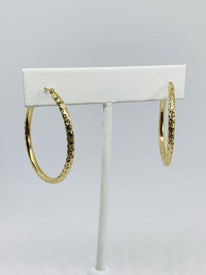 Real 10k Gold Hoop Earrings Hoops 34mm Diamond Cut Hollow Tube Arracadas de Oro con Corte de Diamante for Sale in Houston, TX