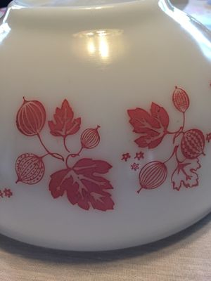 VINTAGE PYREX 2 1/2 qt MIXING BOWL in GOOSEBERRY pattern for Sale in Scappoose, OR