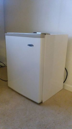 Haier mini fridge for Sale in Ashburn, VA