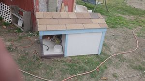 Med large dog house for Sale in Benton City, WA