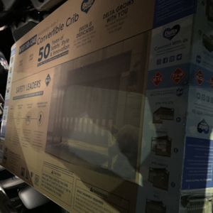 Delta 4-in-1 Convertible Crib for Sale in Atlanta, GA