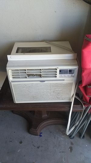 AC unit works real good moving to an apt not going to need anymore for Sale in Phoenix, AZ