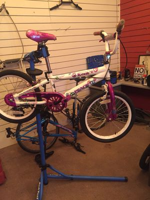 Small kids bike for girl for Sale in Memphis, TN