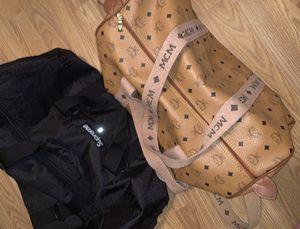 Duffel bag bundle supreme for Sale in Bensenville, IL
