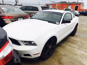2010 FORD MUSTANG CLEAN TITLE LOW DOWN for Sale in Bellaire, TX