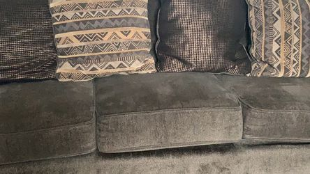 Couch 3 Seater With Pillows for Sale in Fenton,  MO