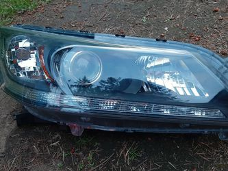 Headlight passenger side for Sale in Tacoma,  WA