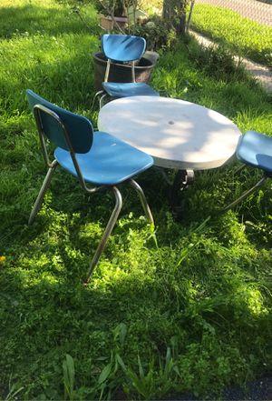 Table set with 3/blue chairs tambien esta en pajama el set de sill as de preschool solas oh con set disponieble32)891-2309 for Sale in Los Angeles, CA