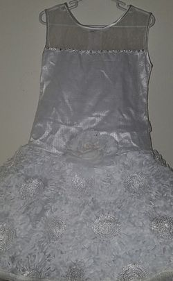 Toddler Flower Girl Dress With Veil 4T for Sale in Troy,  MI