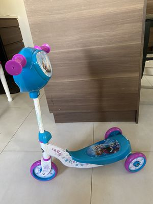 Disney Frozen scooter in great condition for Sale in Lauderhill, FL