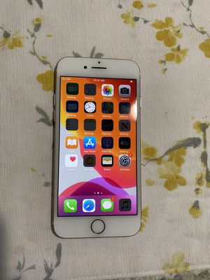 iPhone 7 (UNLOCKED) for Sale in Westerville, OH